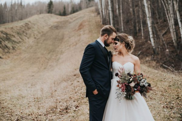 get-your-moody-color-palette-inspiration-from-this-late-fall-wedding-shoot-lindsay-nickel-photography-16