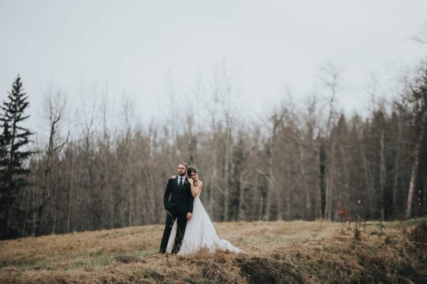 get-your-moody-color-palette-inspiration-from-this-late-fall-wedding-shoot-lindsay-nickel-photography-17