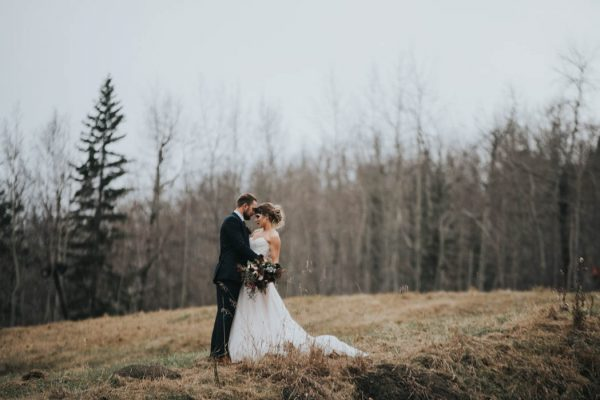 get-your-moody-color-palette-inspiration-from-this-late-fall-wedding-shoot-lindsay-nickel-photography-18