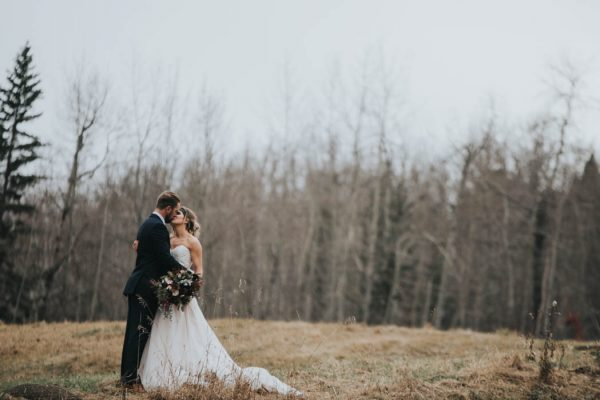 get-your-moody-color-palette-inspiration-from-this-late-fall-wedding-shoot-lindsay-nickel-photography-19