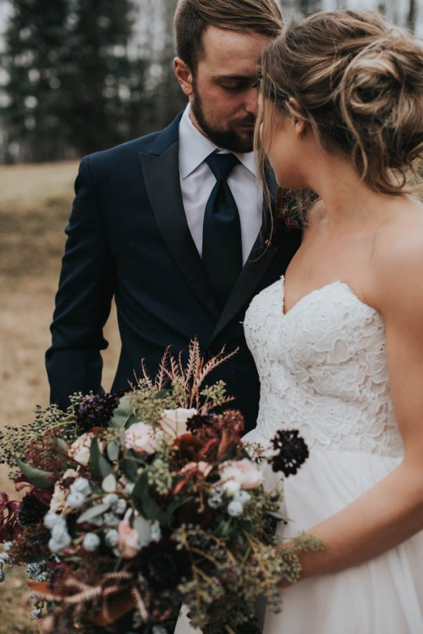 get-your-moody-color-palette-inspiration-from-this-late-fall-wedding-shoot-lindsay-nickel-photography-30