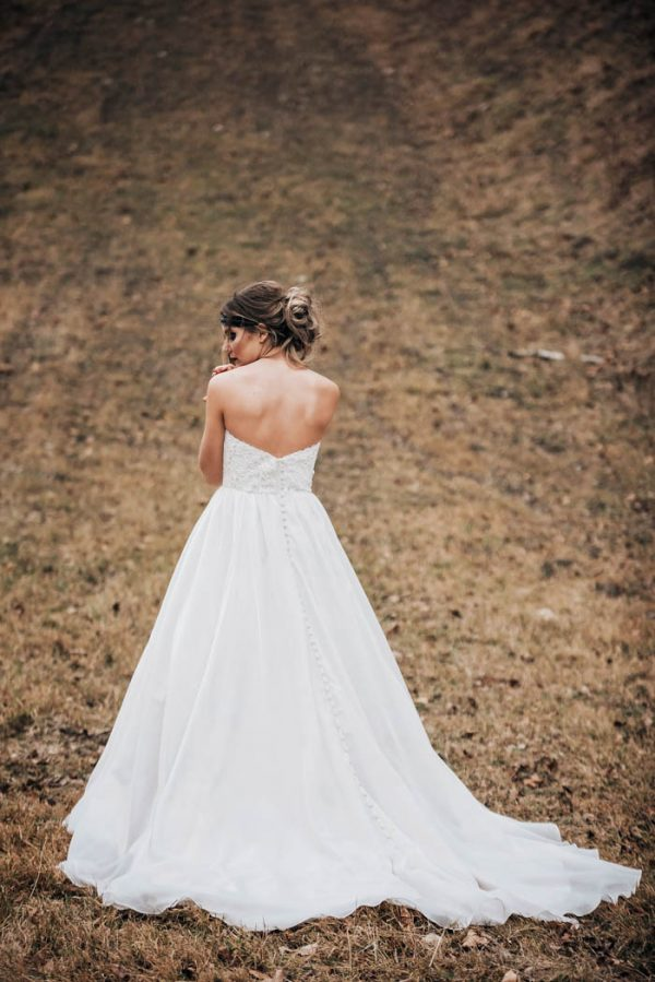 get-your-moody-color-palette-inspiration-from-this-late-fall-wedding-shoot-lindsay-nickel-photography-32