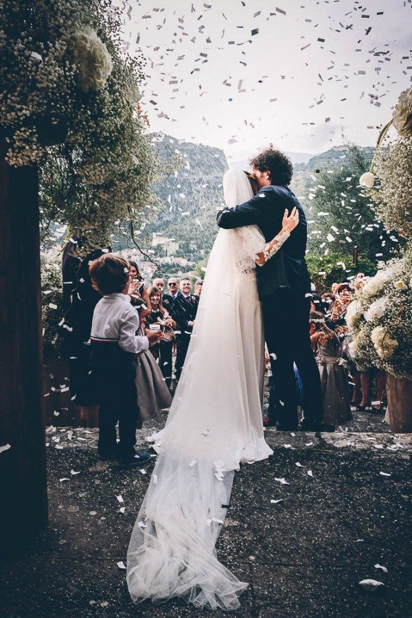 How Many Photos Should A Wedding Photographer Give Hours