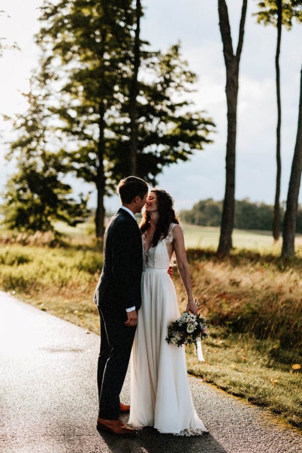 lovely-rustic-ontario-wedding-at-the-georgian-bay-club-laura-rowe-23