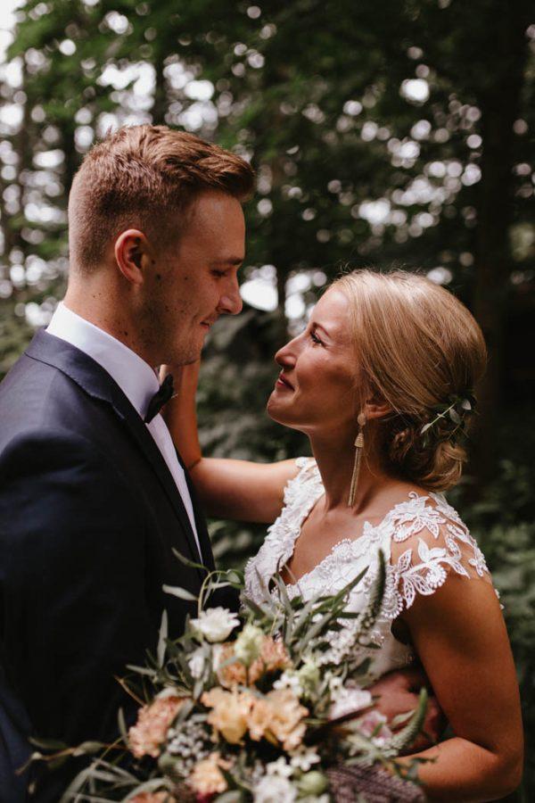naturally-beautiful-waterfront-wedding-in-finland-patrick-karkkolainen-17