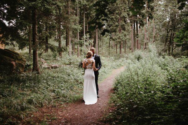 naturally-beautiful-waterfront-wedding-in-finland-patrick-karkkolainen-19