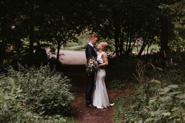 naturally-beautiful-waterfront-wedding-in-finland-patrick-karkkolainen-23