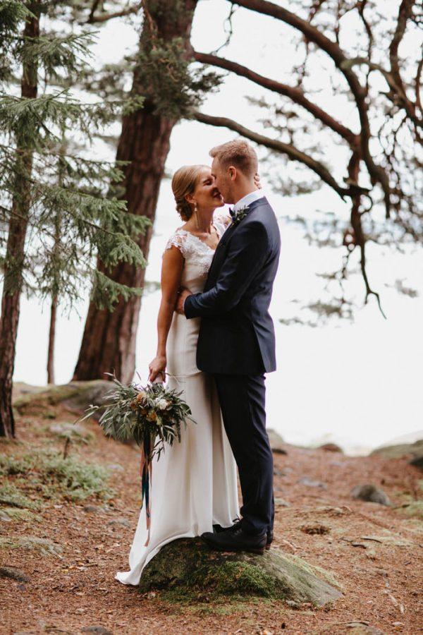 naturally-beautiful-waterfront-wedding-in-finland-patrick-karkkolainen-24