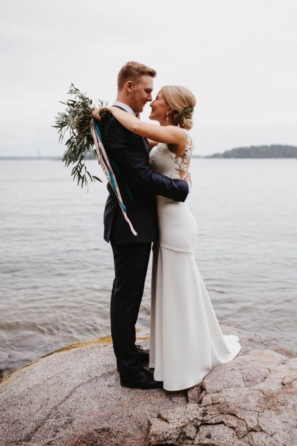 naturally-beautiful-waterfront-wedding-in-finland-patrick-karkkolainen-32