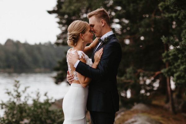naturally-beautiful-waterfront-wedding-in-finland-patrick-karkkolainen-34