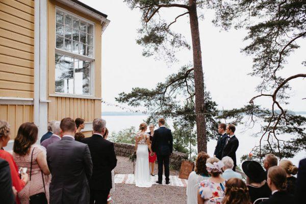 naturally-beautiful-waterfront-wedding-in-finland-patrick-karkkolainen-49