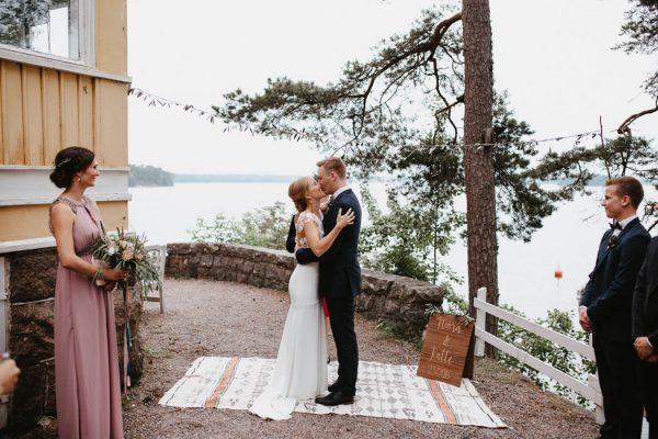 naturally-beautiful-waterfront-wedding-in-finland-patrick-karkkolainen-52