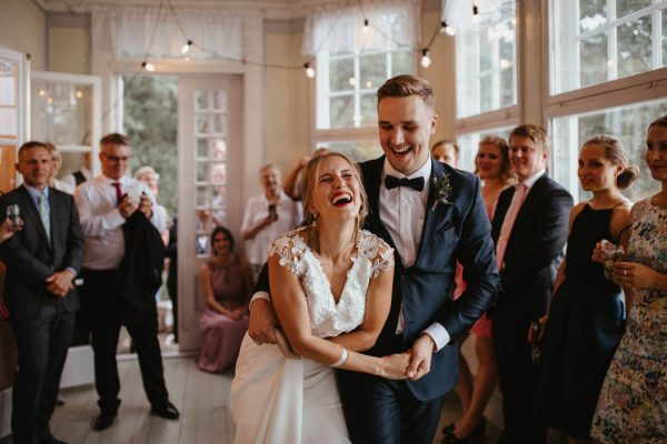 naturally-beautiful-waterfront-wedding-in-finland-patrick-karkkolainen-65
