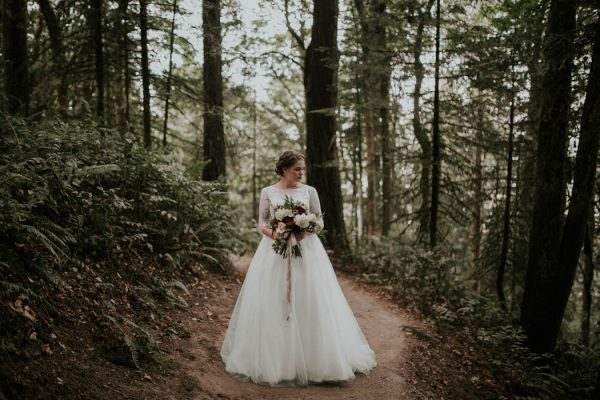romantic-autumnal-portland-wedding-at-union-pine-olivia-strohm-photography-11