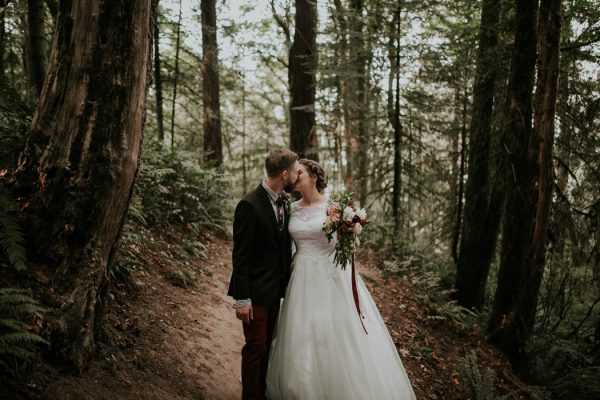 romantic-autumnal-portland-wedding-at-union-pine-olivia-strohm-photography-14