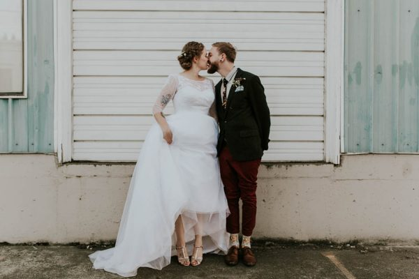 romantic-autumnal-portland-wedding-at-union-pine-olivia-strohm-photography-38