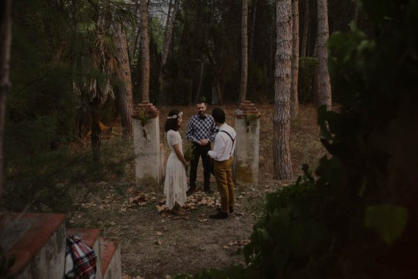 rural-spanish-elopement-in-the-woods-oscar-castro-36