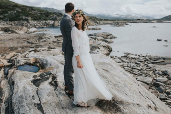 this-norweigian-post-wedding-shoot-at-aursjovegen-road-will-take-your-breath-away-joanna-jaskolska-fotografia-11