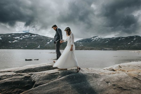 this-norweigian-post-wedding-shoot-at-aursjovegen-road-will-take-your-breath-away-joanna-jaskolska-fotografia-12