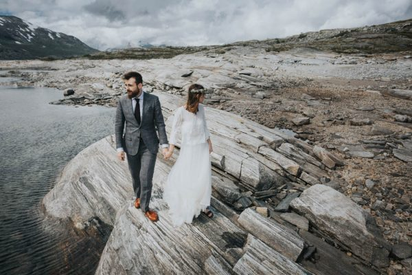 this-norweigian-post-wedding-shoot-at-aursjovegen-road-will-take-your-breath-away-joanna-jaskolska-fotografia-13