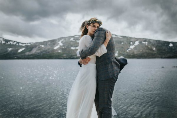 this-norweigian-post-wedding-shoot-at-aursjovegen-road-will-take-your-breath-away-joanna-jaskolska-fotografia-15
