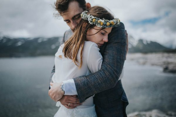this-norweigian-post-wedding-shoot-at-aursjovegen-road-will-take-your-breath-away-joanna-jaskolska-fotografia-17