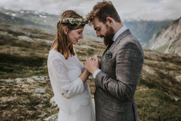 this-norweigian-post-wedding-shoot-at-aursjovegen-road-will-take-your-breath-away-joanna-jaskolska-fotografia-20
