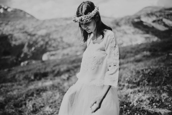 this-norweigian-post-wedding-shoot-at-aursjovegen-road-will-take-your-breath-away-joanna-jaskolska-fotografia-7