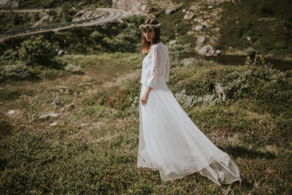 this-norweigian-post-wedding-shoot-at-aursjovegen-road-will-take-your-breath-away-joanna-jaskolska-fotografia-9