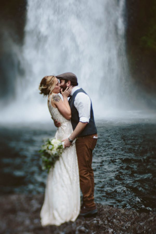 whimsical-and-heartfelt-wahclella-falls-elopement-abby-tohline-photography-co-32