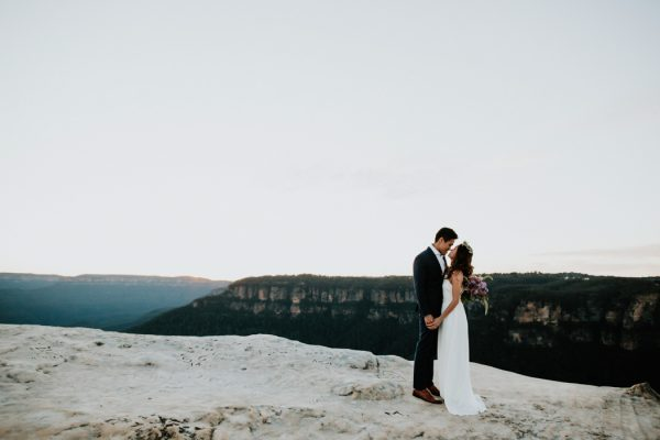 adventurous-engagement-photos-in-australias-blue-mountains-18