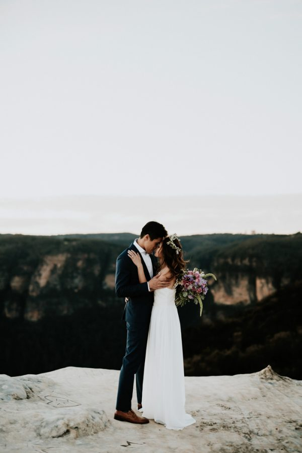 adventurous-engagement-photos-in-australias-blue-mountains-21