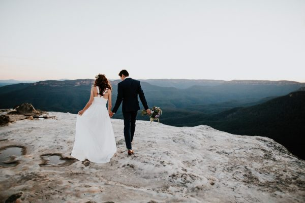 adventurous-engagement-photos-in-australias-blue-mountains-23