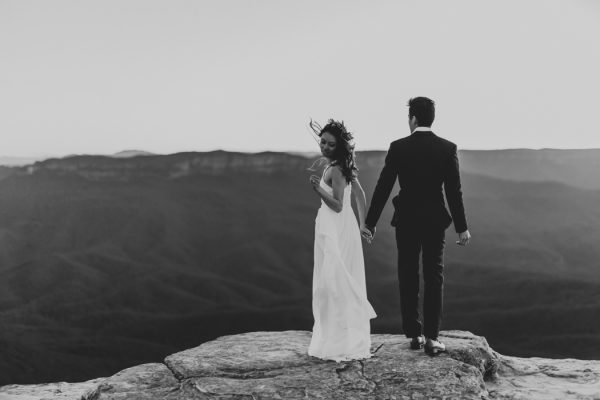 adventurous-engagement-photos-in-australias-blue-mountains-27