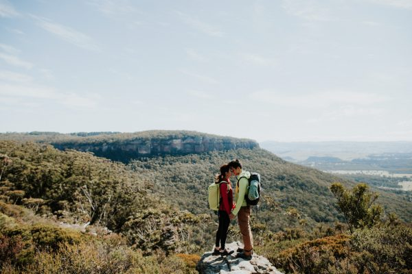 adventurous-engagement-photos-in-australias-blue-mountains-4