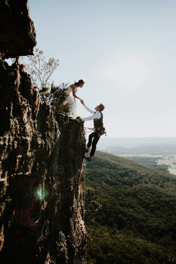 adventurous-engagement-photos-in-australias-blue-mountains-8