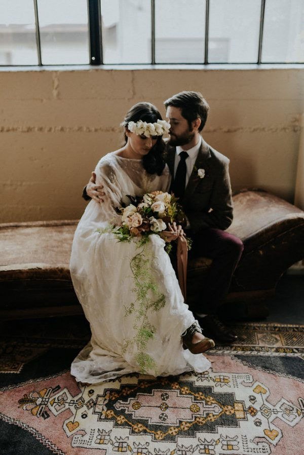 castaway-portland-wedding-inspiration-in-autumnal-neutral-tones-24
