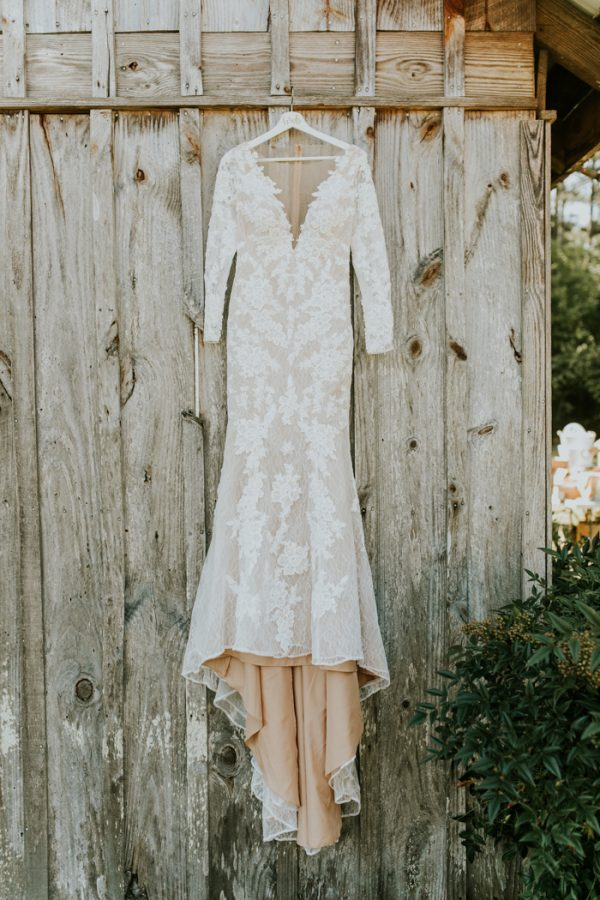 gorgeous-southern-marsala-wedding-at-grace-oaks-1