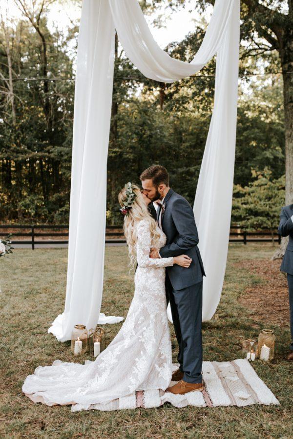 gorgeous-southern-marsala-wedding-at-grace-oaks-49