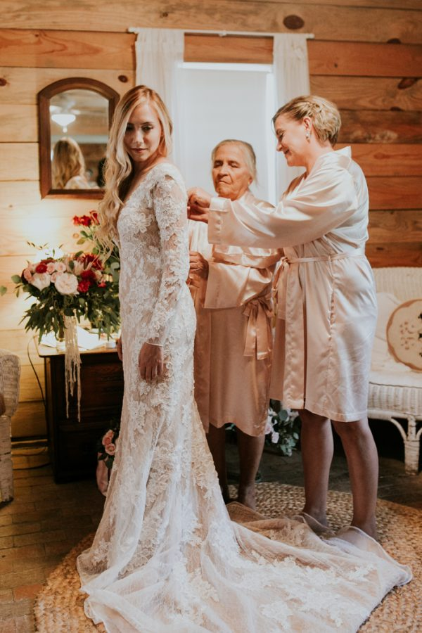 gorgeous-southern-marsala-wedding-at-grace-oaks-6