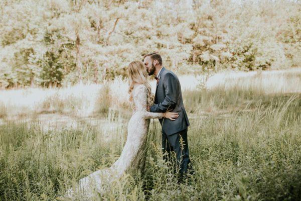 gorgeous-southern-marsala-wedding-at-grace-oaks-9