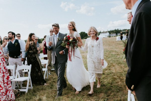 naturally-boho-maine-wedding-at-the-lookout-34