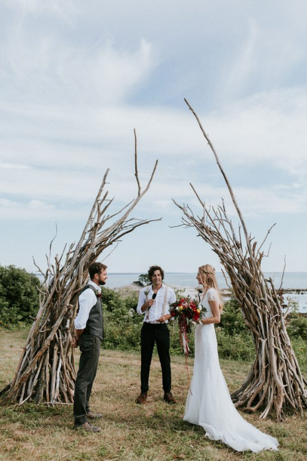 naturally-boho-maine-wedding-at-the-lookout-35