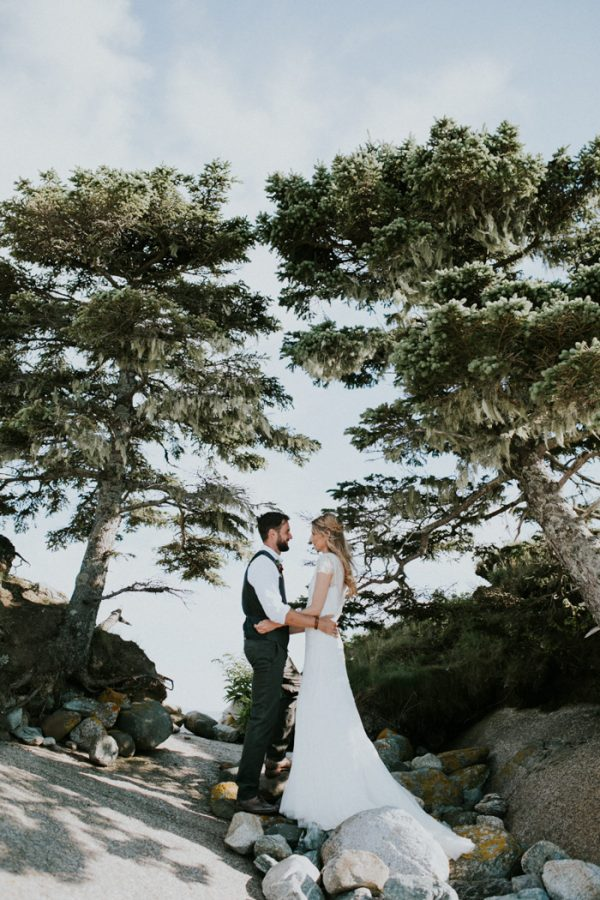 naturally-boho-maine-wedding-at-the-lookout-47
