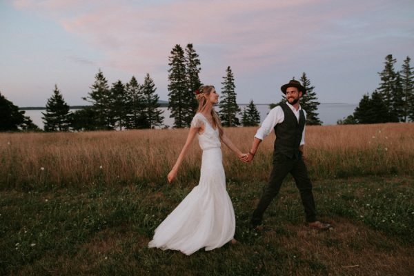 naturally-boho-maine-wedding-at-the-lookout-67