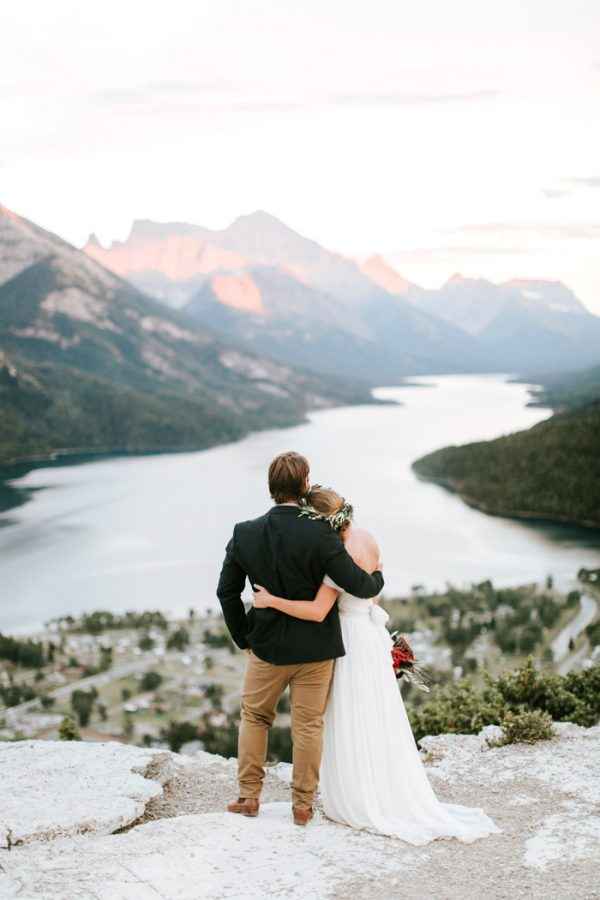 ntimate-mountaintop-wedding-inspiration-at-waterton-lakes-national-park-10