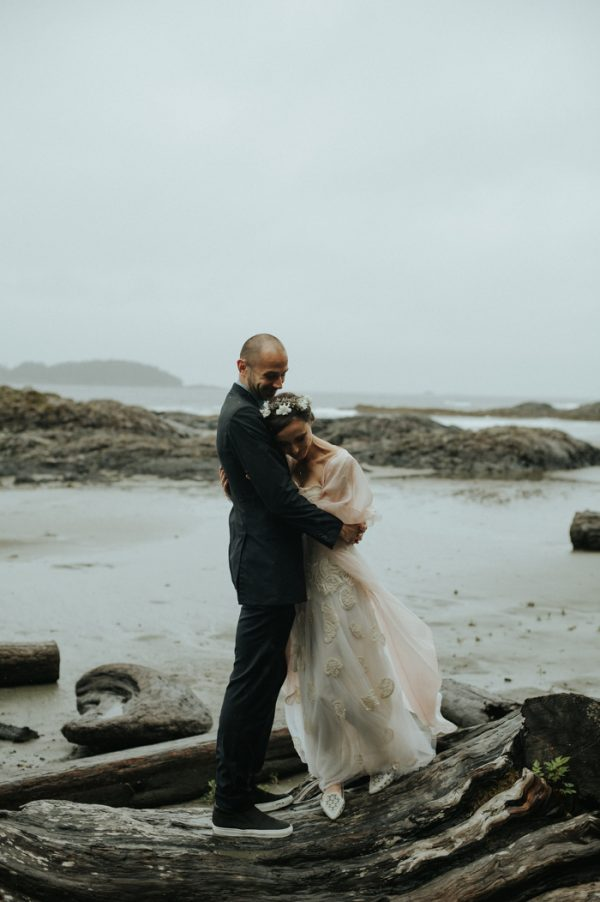 passionate-and-personal-tofino-beach-elopement-26