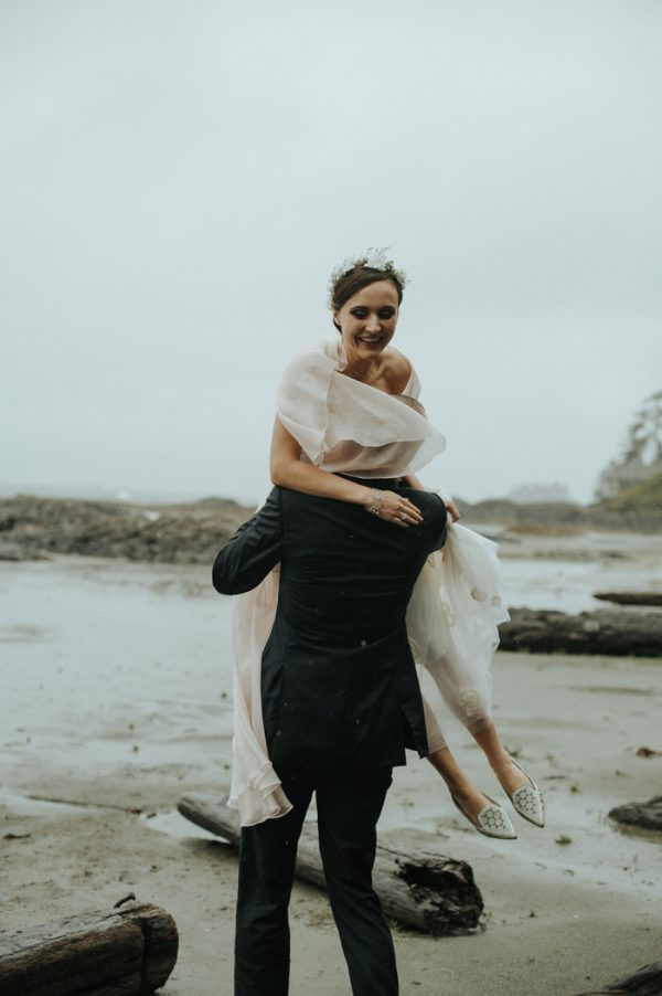 passionate-and-personal-tofino-beach-elopement-28