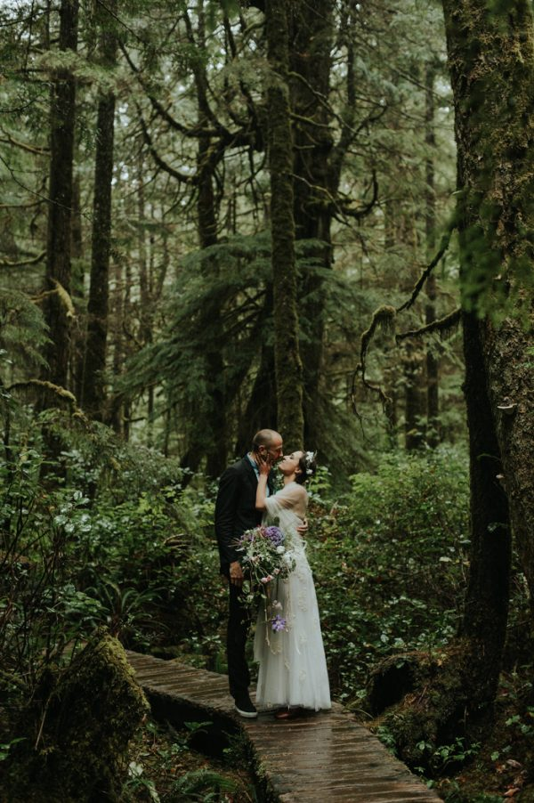 passionate-and-personal-tofino-beach-elopement-30