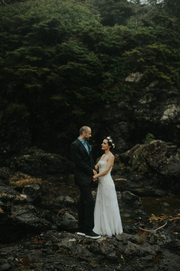 passionate-and-personal-tofino-beach-elopement-44